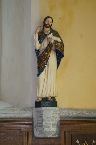 Hauxton statue Our Lord.JPG