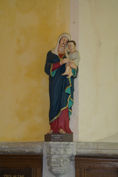 Hauxton statue Our Lady.JPG