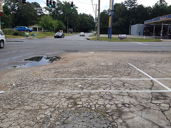 Magnolia dive intersection with a traffic light and cars