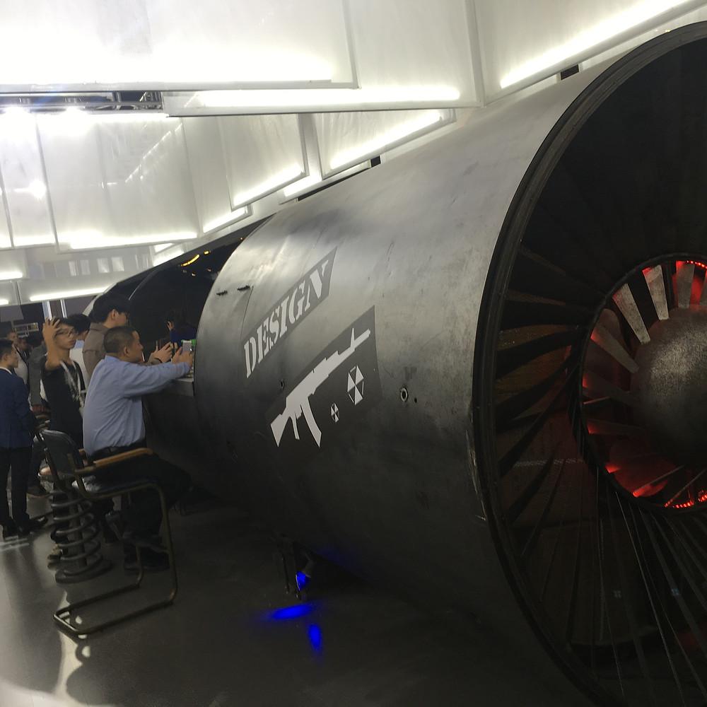Бар в форме турбины на выставке дизайна в Гуанчжоу