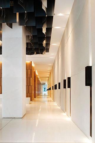 Освещение коридора бизнес-центра