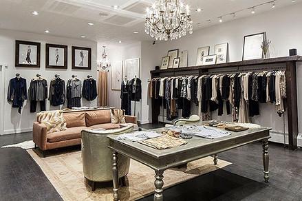 Хрусталь в интерьере магазина одежды