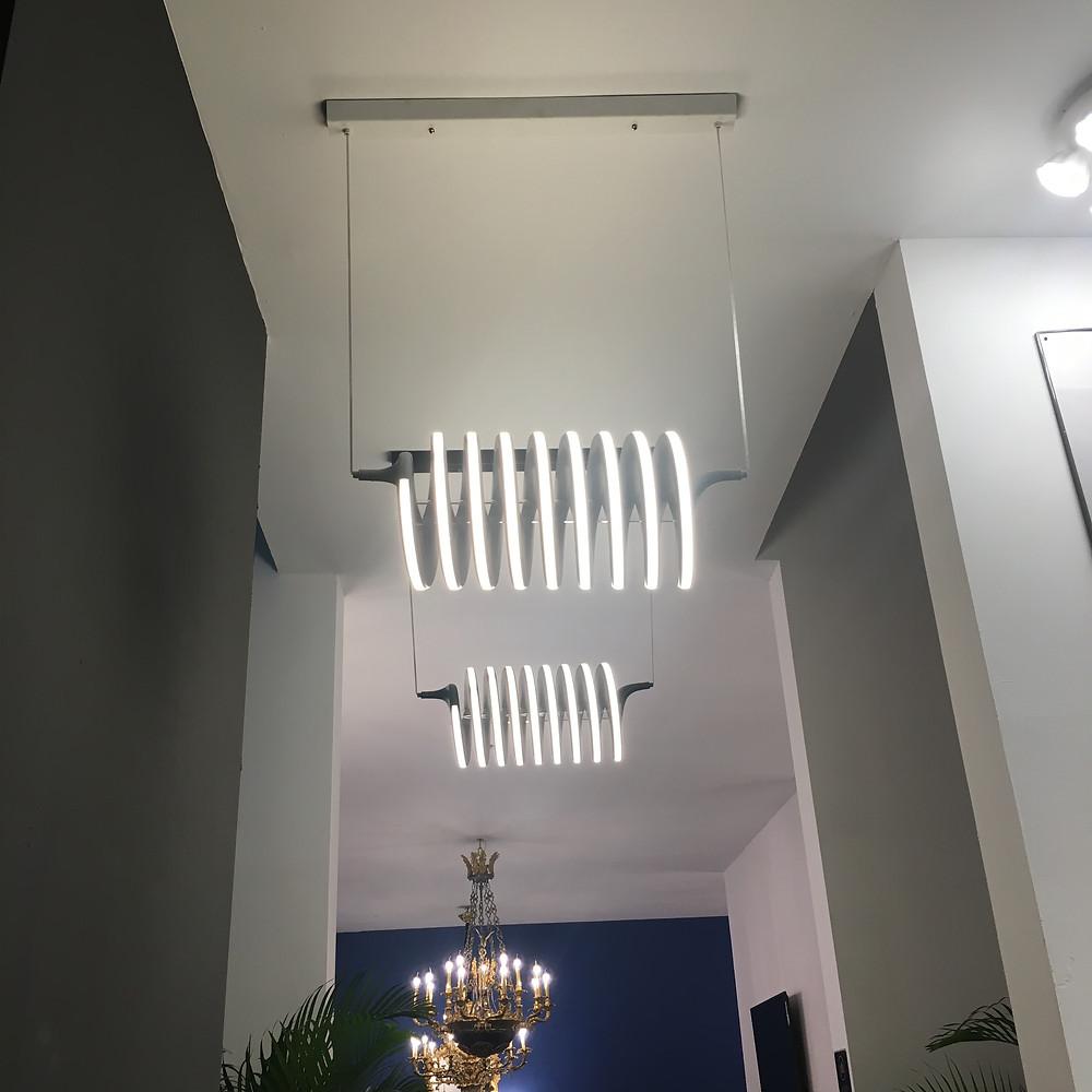 Декоративный светильник в виде спирали для офиса