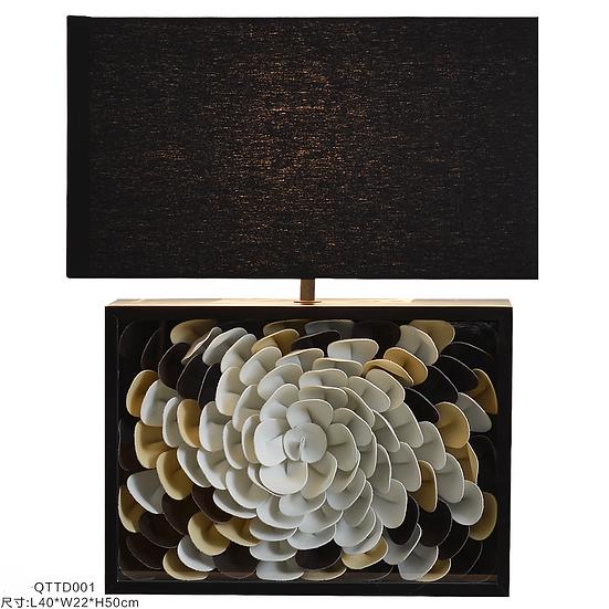 Fleur en cuir Table