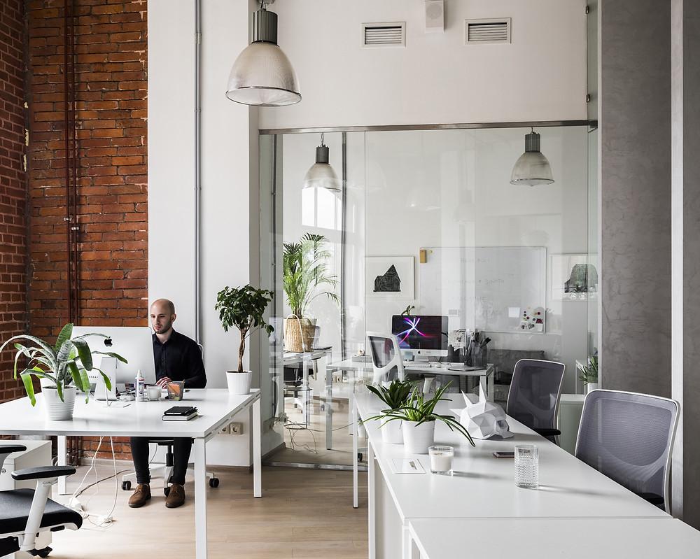 освещение рабочих столов в офисе