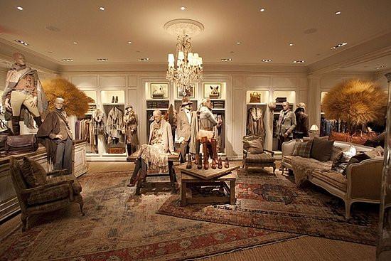 Хрустальные люстры в магазине Ralph Lauren в Нью-Йорке
