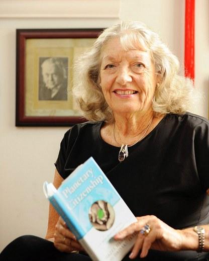 Hazel Henderson,Found.Ethical Market