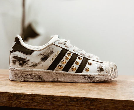 scarpa customizzata borchia