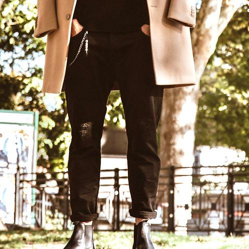 Jeans con strappi e ciondolo