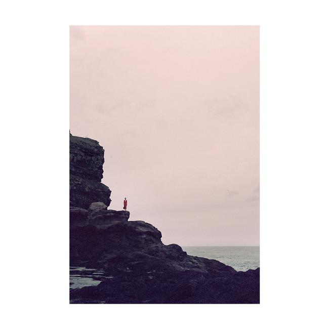 LolaB_Cliff02_Color_FaroeIslands_0819_Ke