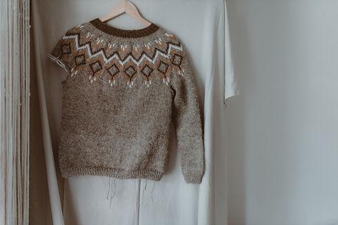 Fomhar handknit sweater designed by Heather Nolan of Oileanach Knits