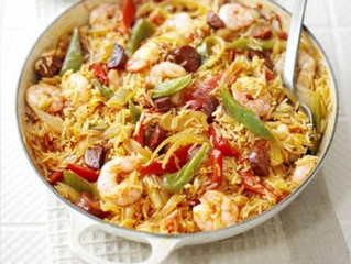 Healthy Eating- Spanish rice & prawn one-pot