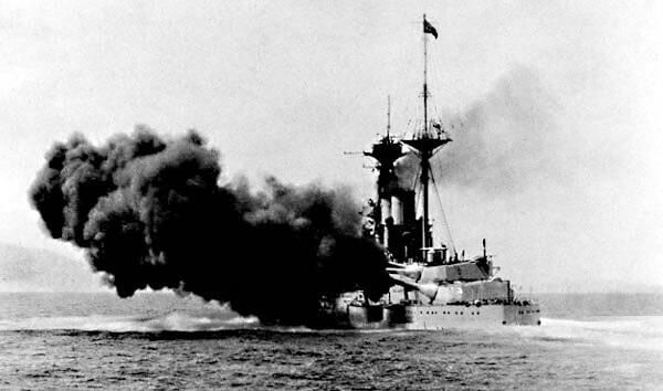 British battleship HMS Queen Elizabeth f