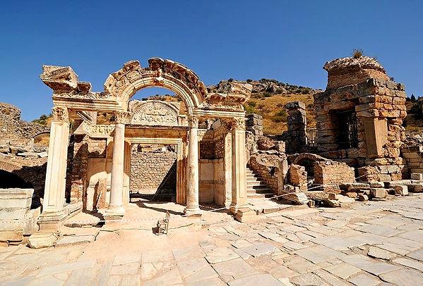 temple-of-hadrian-ephesus_düzenlendi.jpg