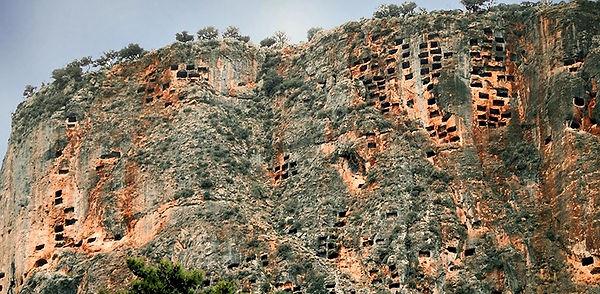 pınara kaya mezarları.jpg