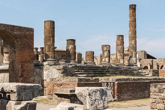 Temple_of_Jupiter_side_view_Pompeii.jpg