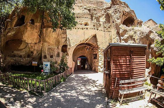 gumusler-manastiri-nigde-2.jpg