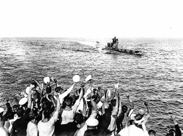 Saluting-the-Submarine-gallipoli