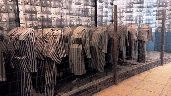 Yahudi tutsak elbiseleri