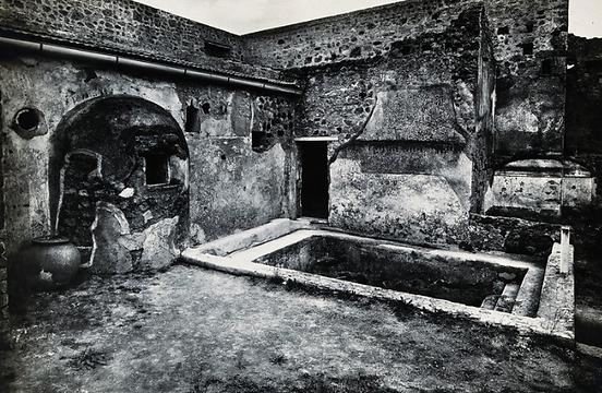 the Stabian baths. Photograph by Alinari