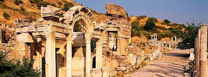 temple_of_hadrian_ephesus_düzenlendi.jpg