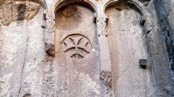eski-gumusler-monastery Armenian cross s