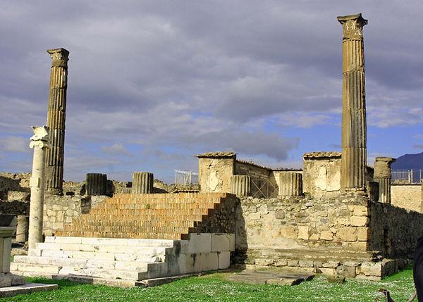 apollo temple pompeii.