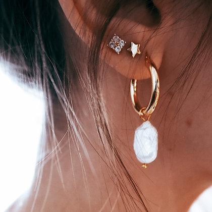 Okrągłe zapinane kolczyki koła M z jedną perłą