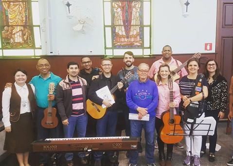 Equipe que ajudou a sustentar a música e o canto durante as inúmeras celebrações do Ofício Divino e Celebração Eucarística.