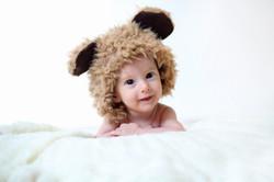 צילום תינוקות עם כובע דובי