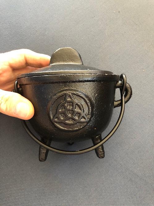 Cauldron (triquetra)