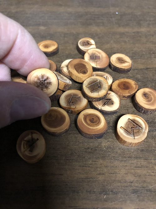 Rune Set (Yew, small, local crafted)