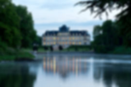 Château_avec_lac_nuit_tombante_2.jpg