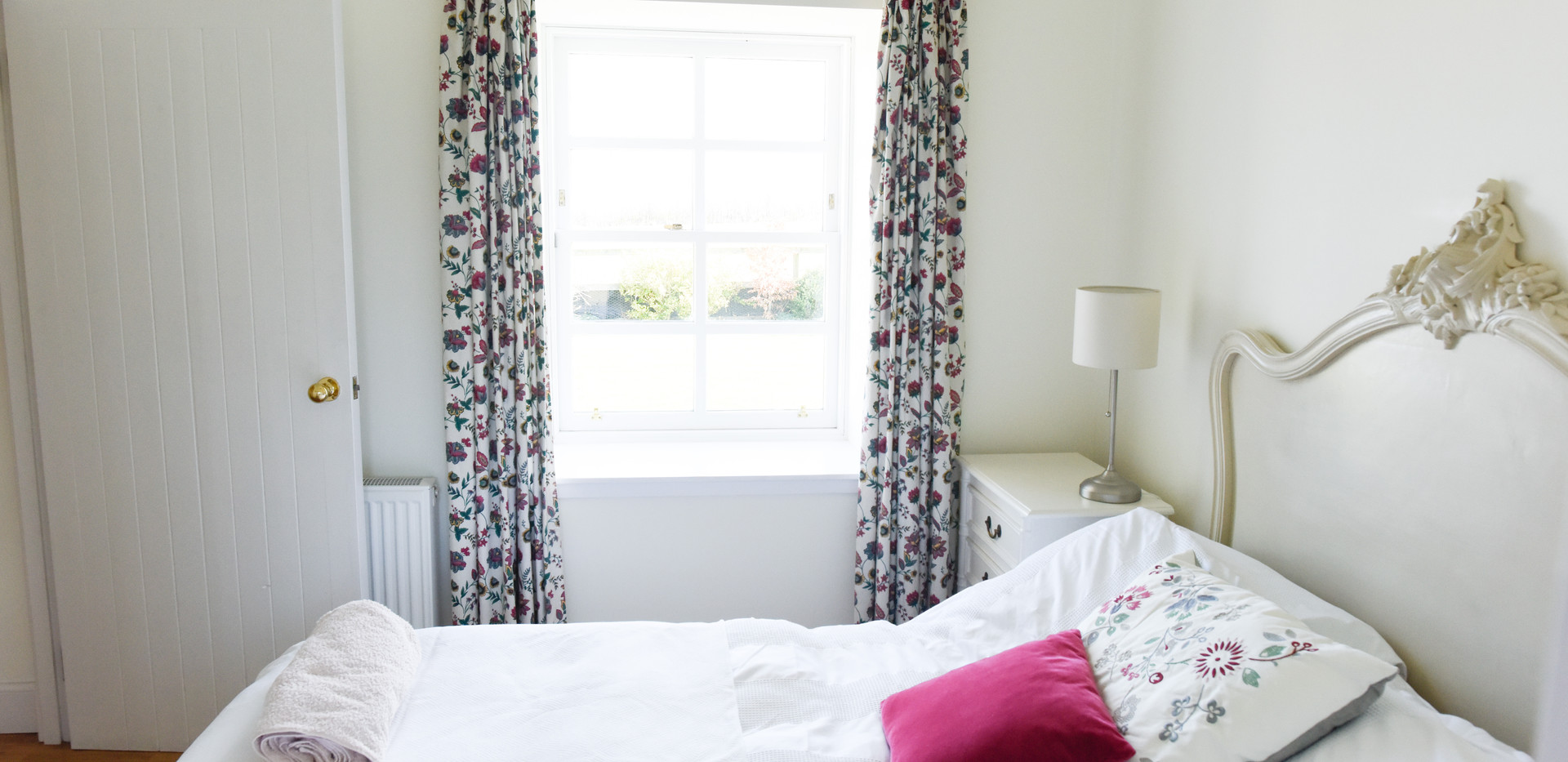 Double bed 3-1East Lothian Cottages.jpg