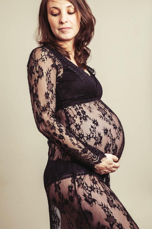 Séance photo de grossesse en studio