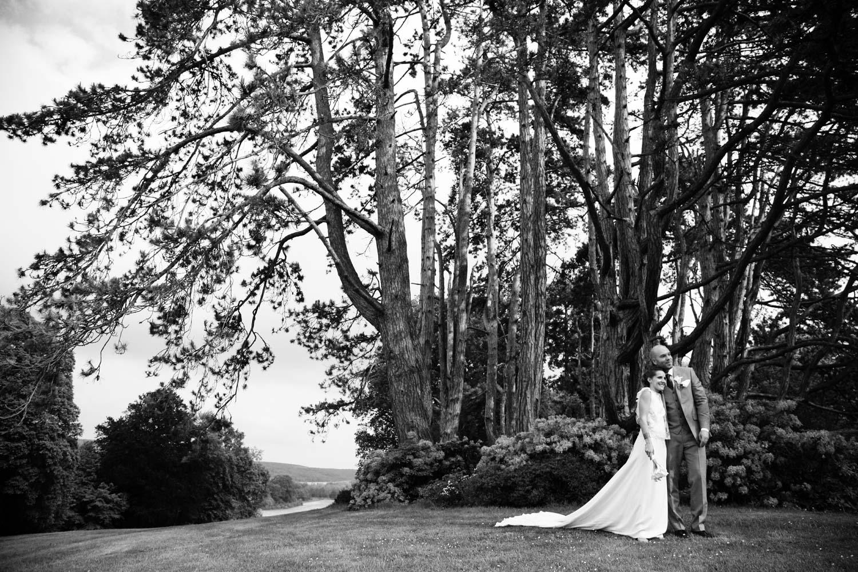 mariage-couple-parc-chateau-belmesnil