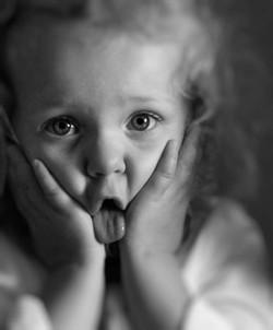 enfant-grimace-portrait