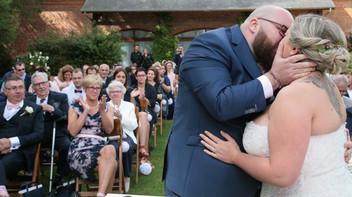Un reportage photo d'un mariage très émouvant aux Granges de Bosc Grimont, NormandieUn reportage photo d'un mariage très émouvant aux Granges de Bosc Grimont, Normandie