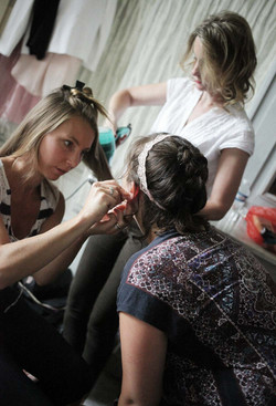 preparation-mariee-chambre-chateau-vallery-coiffure