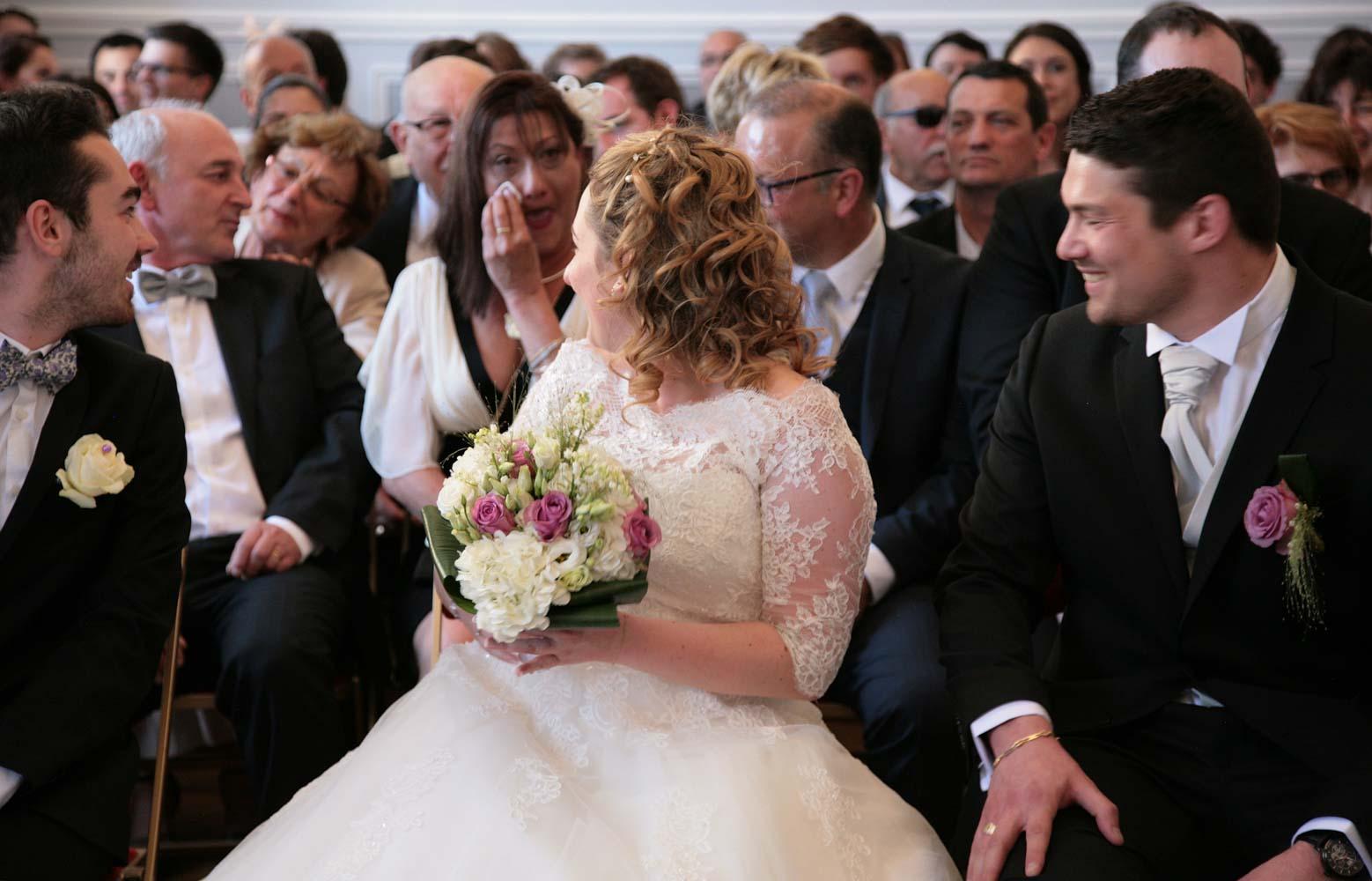 mariage-mairie-maman-larme