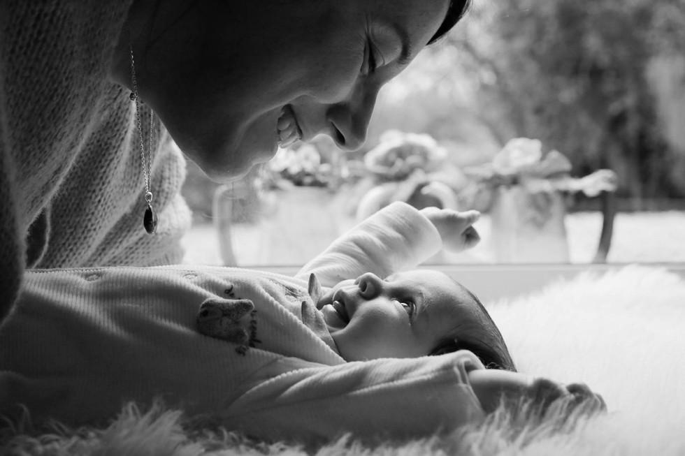 photo de bébé coconing à domicile