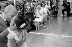 238-mariage-ceremonie-laique-bisou