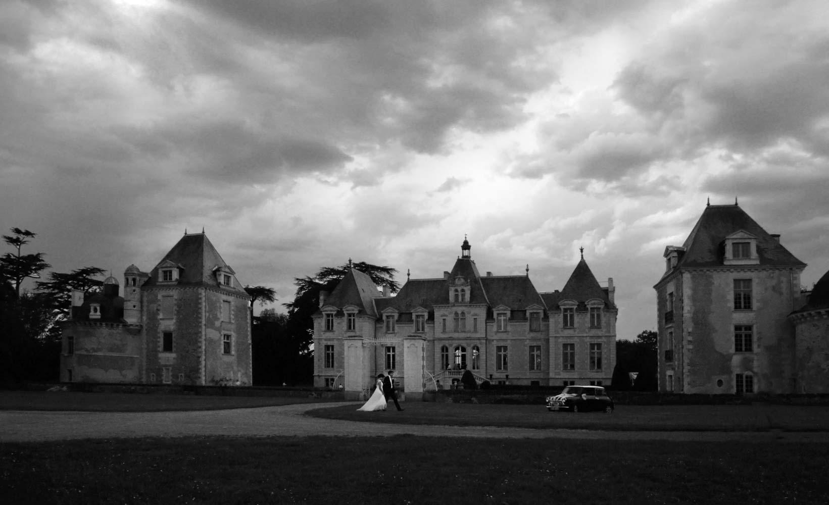315-mariage-couple-orage-chateau-de-voir-bretagne