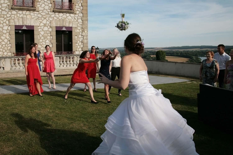 mariage-lance-bouquet-domaine-corniche