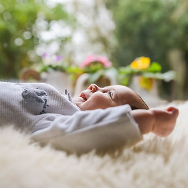 bebe-nouveau-né-enfant-lifestyle-famil