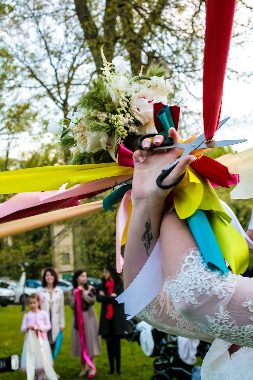 mariage-bouquet-rubans-chalet-du-moulin
