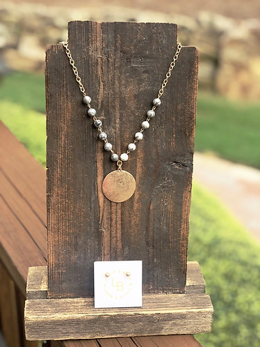 Disc & Gray Stone Bead Necklace/Gold Studs