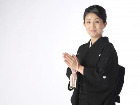 お葬式の服装マナー女性編|女性が葬儀に参列する際の喪服は何が良いのか徹底解説
