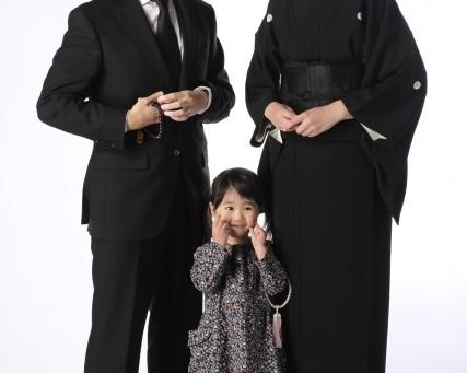 お葬式の服装マナー子供編|子供が葬儀に参列する際の喪服は何が良いのか徹底解説