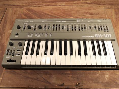 Roland SH-101 analogsynt, 12999:-